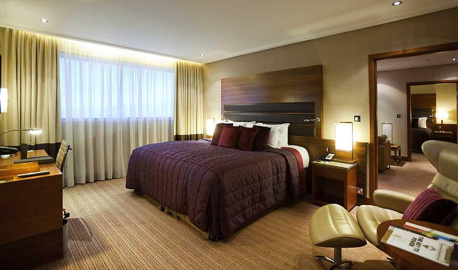 In dit artikel vertellen wij over de 10 beste luchthavenhotels ter wereld. In deze hotels heeft uw overstap er nog nooit zó luxe uitgezien. Lees meer...